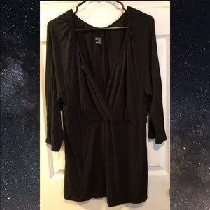 ⭐️ 2 for $35 ⭐️ Venezia V-neck Top - Size 22/24